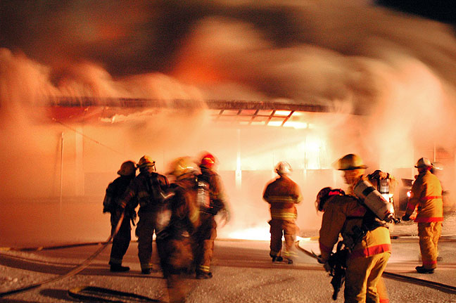 A junior high school burns, caused by an arsonist, 2007