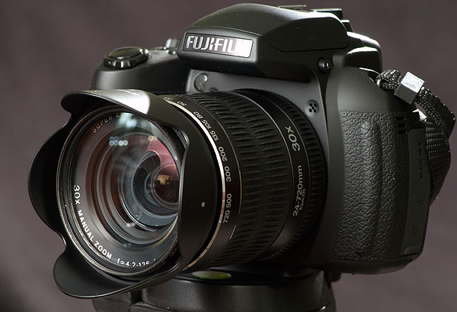 Fit and finish of the Fujifilm Finepix HS30EXR are excellent, as is handling. I have great expectations for this camera.