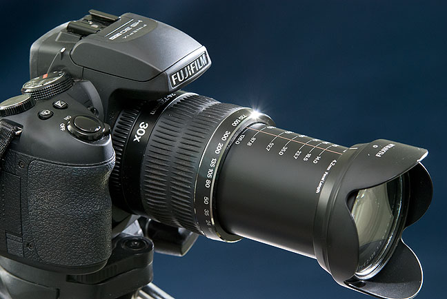 Despite having a smaller image sensor than a DSLR, the trump card of the Fuji HS30 EXR is its light weight and super-versatile 24-720mm (equivalent) lens.