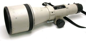 I found this image of a Canon 600mm online, and it looks exactly like the one I used that night. It focused using knobs, like a telescope.