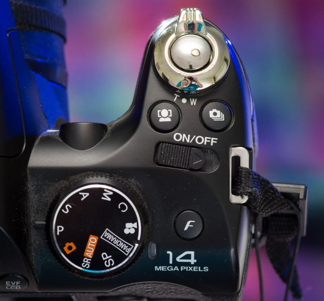 The FinePix S4500 has a pretty standard control setup. Zooming is via a ring around the shutter release.