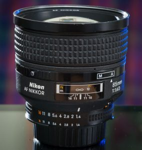 The AF-D 85mm f/1.4 looks a little stubby and chubby without its steel, screw-in lens hood.