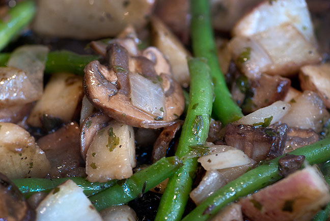 I don't know what the meat-eating people had for dinner last night, but this was mine: sauteéd potatoes, green beans, mini-portabello mushrooms, and onions in a thyme-infused olive oil.