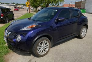 This is the 2017 Nissan Juke Ada Nissan lent me. It's a nice car, but the dark blue reaffirmed my love of white cars, as it was untouchably hot sitting in the afternoon sun.