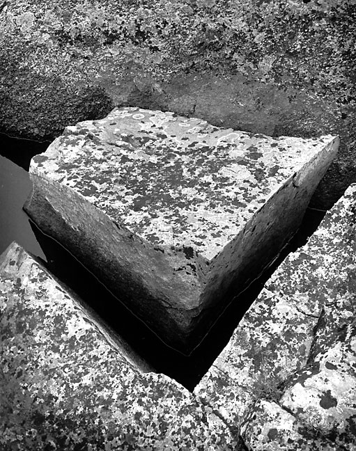 A granite block sits near the talus field on the northwest end of Lincoln Lake.