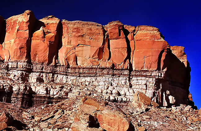 Cliff House Formation over Menefee Sandstone at Chaco Canyon, New Mexico.