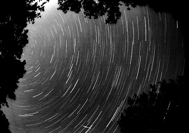 Hour-long star trace photo made by laying my camera on its back on a cooking grill
