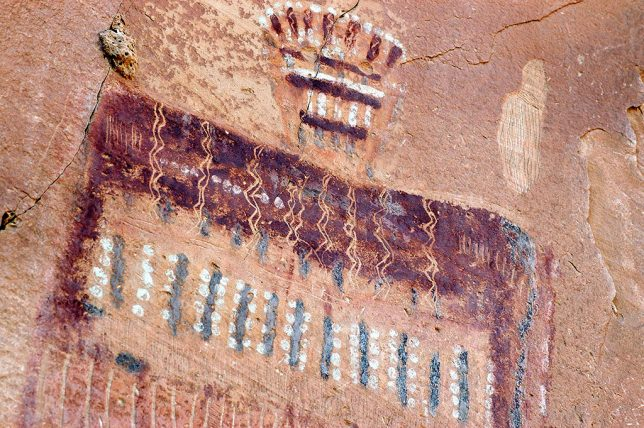 There are a number of theories and speculations about what the figures of the galleries of the Southwest, and of the Great Gallery, depict, but after discussing it with my wife, we concluded they probably represent burial shrouds.
