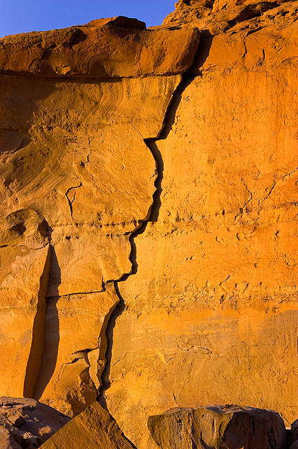 Crack in the canyon wall above Pueblo Bonito in evening light.