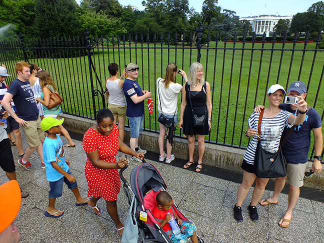 This is what the White House experience was really like, crowded and touristy.