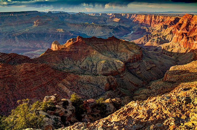 Sunset light matures at the Grand Canyon's Navajo Overlook.