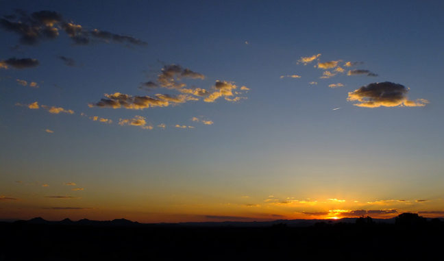 After stopping at Clines Corners, then turning north to Santa Fe, we stopped to shoot this nice New Mexico sunset.