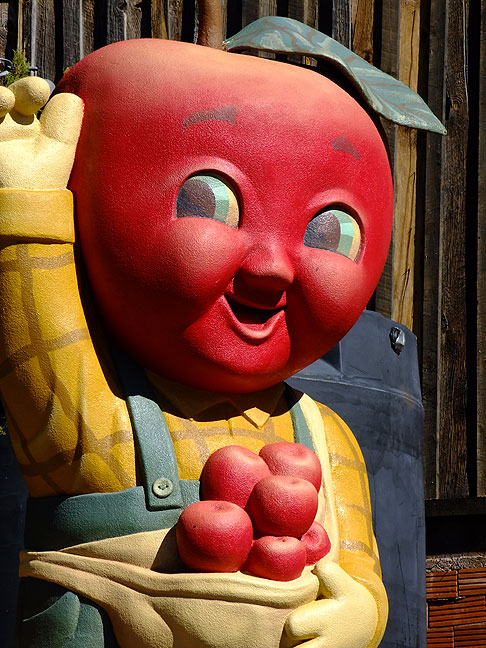 I spotted this Apple Barn mascot in a small town in the Sacramento Mountains, possibly the weirdest sight I saw on this trip.